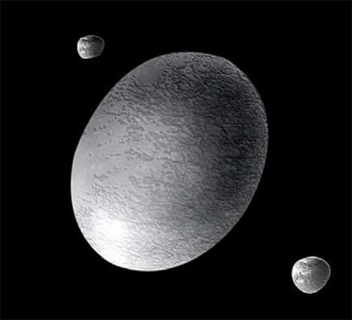 Претпоставка за изгледот на Хаумеа, заедно со нејзините 2 месечини Хиака и Намака
