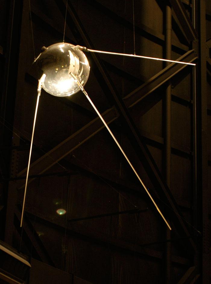 првото вселенско летало Спутник 1