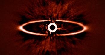 ESO/SPHERE Consortium. Наликува на окото на Саурон, но всушност е најдобрата слика досега од формирање на планетарен систем.
