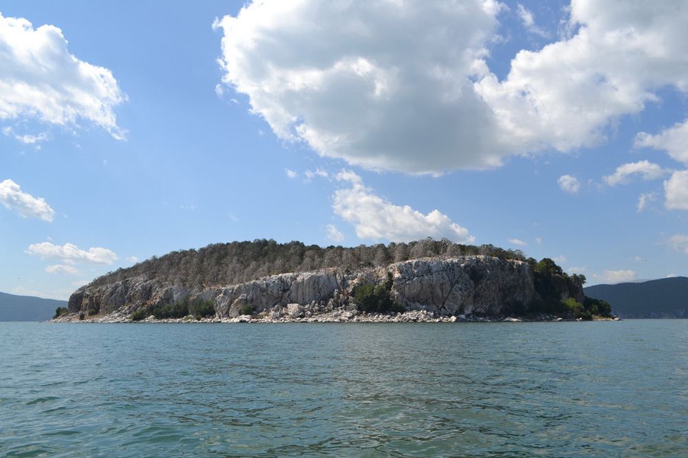 Островот Голем град на Преспанското езеро