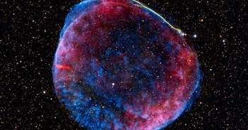 Ваква низа од меури , добиени од експлозија на супернова од пред 10 милиони години, се пораснати и соединети формирајќи го големиот балон во кој ние се наоѓаме. Заслуги: NASA, ESA, Zolt Levay.