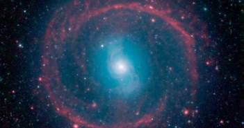 Нова слика сликана во инфрацрвена светлина покажува раѓање на ѕвезди во НГЦ 1291 каде што нови ѕвезди се разгоруваатт и ги загреваат облаците од прашина кои светат со инфрацрвена светлина