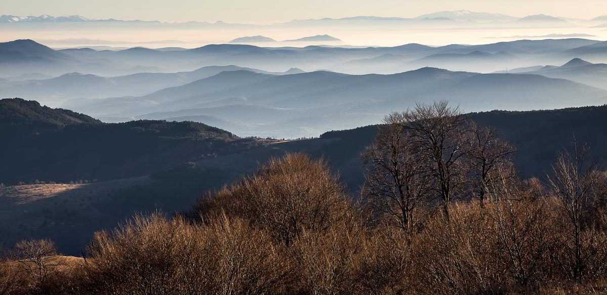 Поглед накај југ од планите во близна на селото Герман.