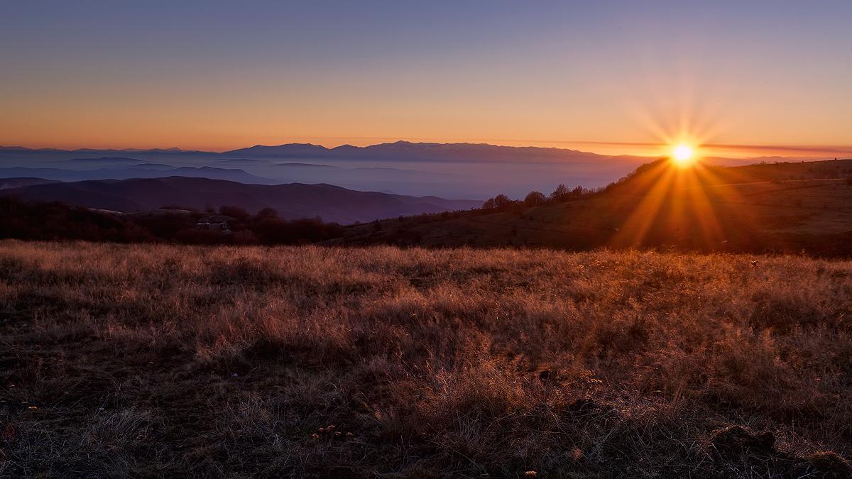 Преубавото зајдисонцето ни даде знак дека треба да одлучиме на која локација ќе се сместиме за време на вечерта.