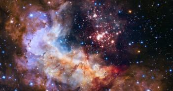 Фотографија направена со широкопојасната камера 3 (еден од инструментите на Хабл) На фотографијата се гледа ѕвезденото јато Westelrund 2 и маглината Gum 29. Заедно одвие 2 дела се едни од најмладите ѕвездени породичишта во нашата галаксија.