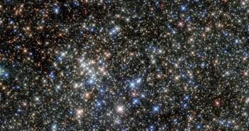 Досега најчистата слика направена во инфрацрвен спектар од соѕвездието Петорка (Quintuplet). Заслуги: НАСА.