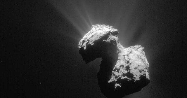 Зошто оваа комета има форма на патка?