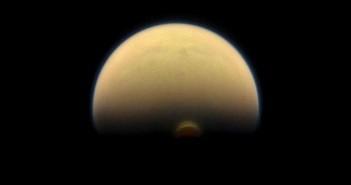 Касини забележува драматични сезонски промени на Титан