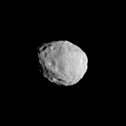 Фотографијата од Касини на Јанус со ширина од179км направена во 2010 година. Извор: NASA/JPL-Caltech/SSI