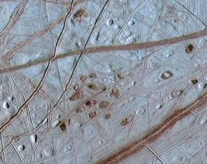 Површината на Европа. Извор: NASA/JPL/University of Arizona/University of Colorado