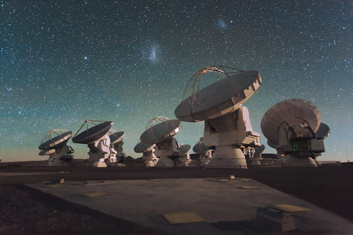 Atacama Large Millimeter Array. Авторски права: ESO/C. Malin