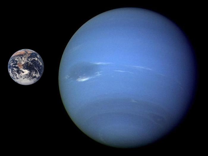 Споредба на дијаметарот на Нептун и Земјата