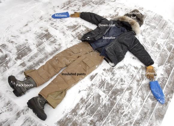 Знам дека изгледа како вонземјани да го киднапирале телото, а ги оставиле само алиштата, но сметајте ја фотографијава како илустрација за тоа што значи добра облека за студени ноќи. Права на фотографијата: Боб Кинг