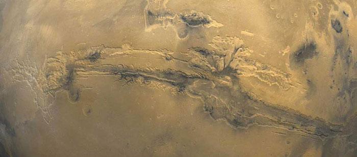 Valles Marineris – најголемиот кањон во Сончевиот Систем (45 kb)