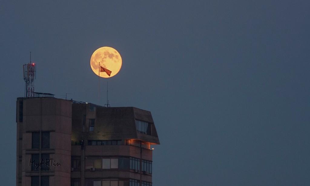 Супер Месечина