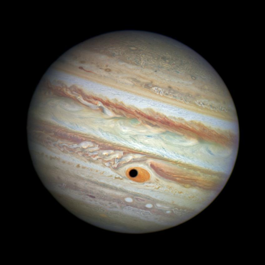 Џиновското око на Јупитер нѐ набљудува