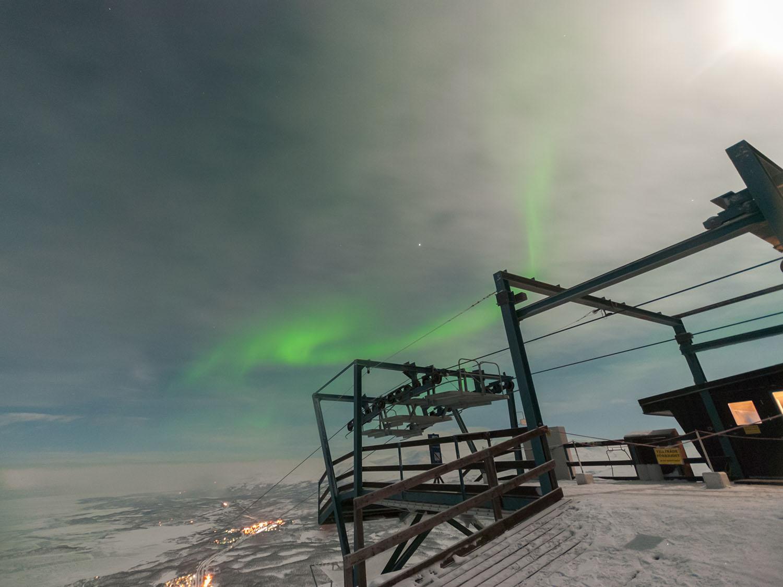 Аурора и полна Месчина од Aurora Sky Station. Авторски права: Софија Спировска