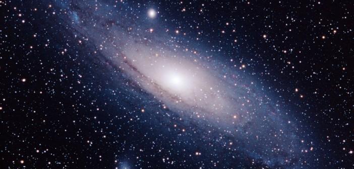 Млаз од ѕвезди во сателитска галаксија на Андромеда укажува на космички судир