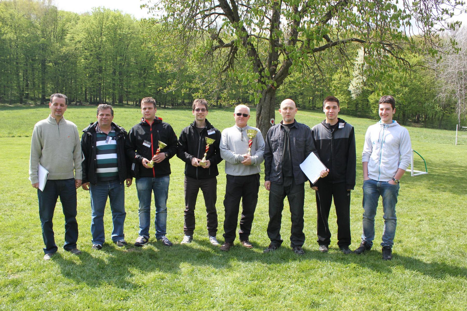 Победниците на маратонот заедно со судиите