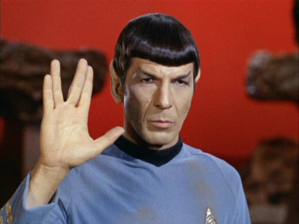 spock-doing-the-vulcan-salute