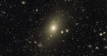 Џиновска галаксија не престанува да расте