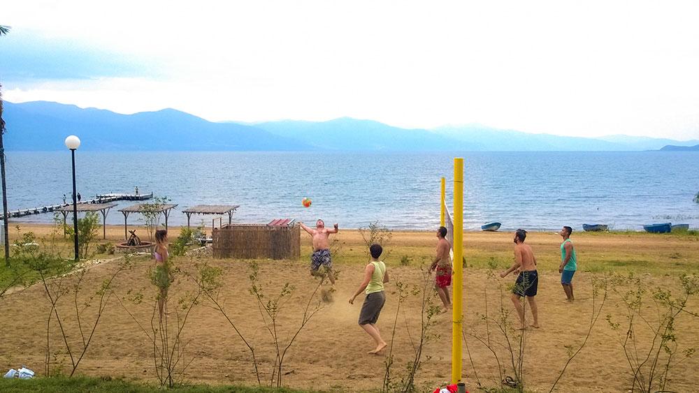 Дел од дневната забава - турнир во одбојка на плажа. Заслуги: Јован Милосковски