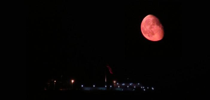 Месечината некогаш била многу поблиску до Земјата