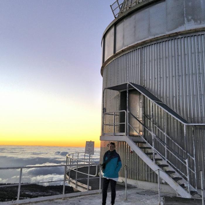 Тања Петрушевска при набљудување со Nordic Optical Telescope кој се наоѓа на La Palma, на Канарските Острови.