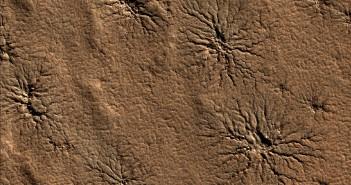Мали канали на површината на Марс прераснуваат во структури со форма на пајаци