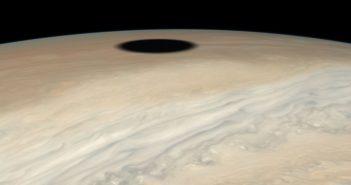 Џуно мисијата на НАСА забележа затемнување на Јупитер